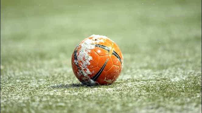 FOTO SHOW / Un meci din Belgia amînat din cauza zăpezii! Şi la ei se dă serios la LOPATĂ!