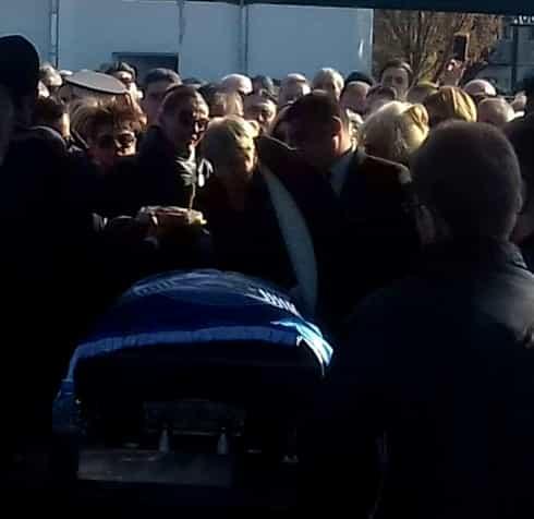 """Înmormântarea lui Ilie Balaci. Câteva mii de oameni și-au luat adio de la """"Minunea blondă"""" Video+foto"""