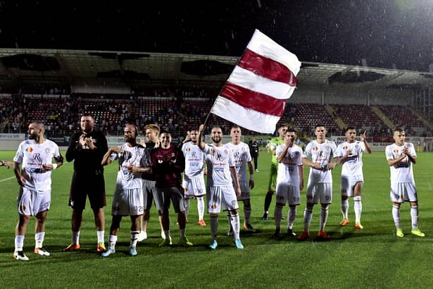 Fotbaliștii Rapidului la finalul partidei cu Singureni. Gruparea din Giulești va avea un nou finanțator
