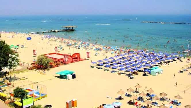 Mai scump ca în Tenerife! Prețuri astronomice pe litoral, unde românii plătesc în jur de 1700 de euro pentru plaje cu alge și manele –  FOTO