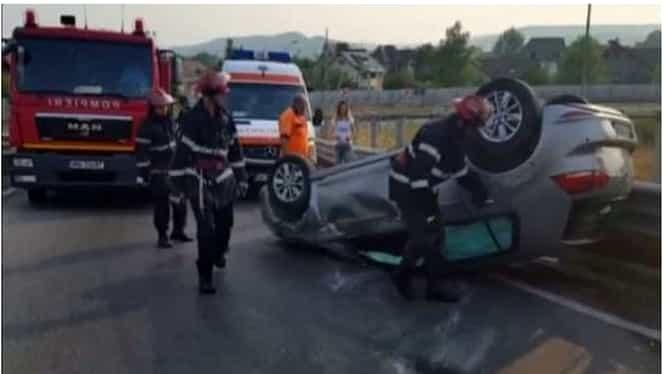 Accident pe A1. O maşină s-a răsturnat, iar două persoane au ajuns la spital