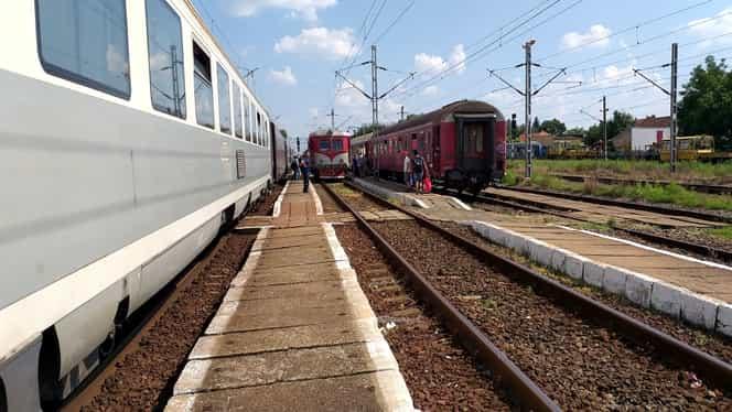 Două trenuri plecate duminică din Timișoara vor ajunge abia marți la Mangalia! Cum a fost posibil