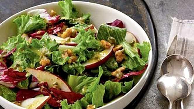 Salată de toamnă cu pere. Cum să prepari rețeta perfectă pentru acest sezon