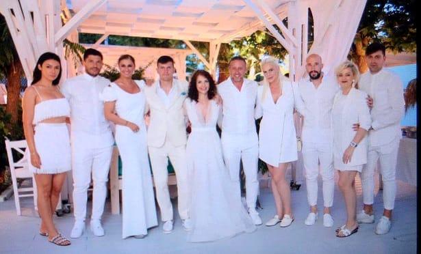 Alex şi Adina Bourceanu alături de Anamaria Prodan, Laurenţiu Reghecampf, Cristi Tănase, Iasmin Latovlevici şi Raul Rusescu.