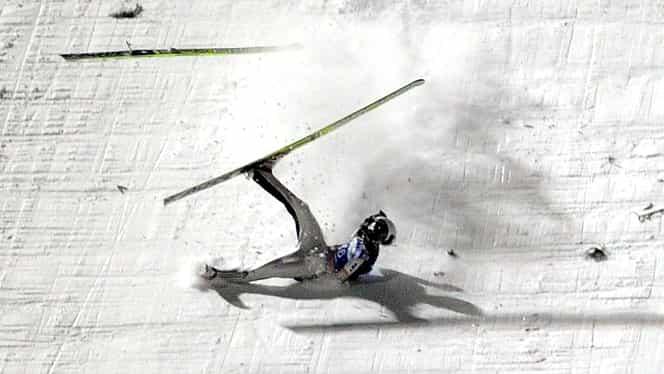 VIDEO / Accident în calificări la Obsersdorf: Simon Ammann, la un pas de TRAGEDIE! Vezi cele mai TERIBILE căzături din istorie