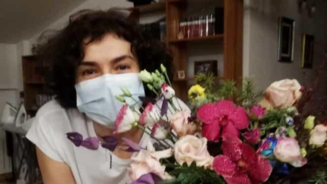 Surpriză pentru Andreea Moldovan în fața Spitalul de Boli Infecţioase din Braşov. Susținătorii fostului secretat de stat, gest impresionant