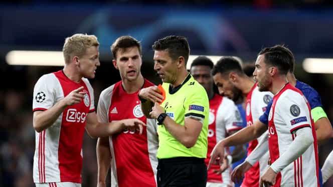 """Ajax cere daune de peste 10.000.000 de euro pentru eliminarea din Liga Campionilor! UEFA recunoaşte că arbitrul din meciul """"lăncierilor"""" cu Chelsea a greşit"""