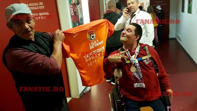 Fanul lui CFR Cluj care a primit medalie și tricou de campion. Gestul care a trecut neobservat, dar care te va emoționa până la lacrimi! FOTO EXCLUSIV
