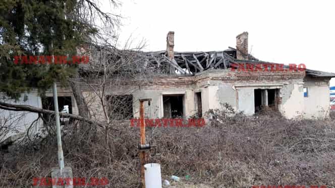 """În așteptarea trenurilor de altădată, vechea gară din Otopeni stă să cadă: """"Au cumpărat-o şi au abandonat-o"""" FOTO"""