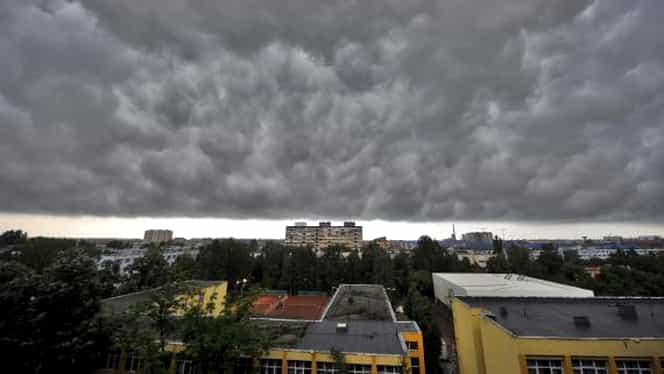 Avertizare nowcasting de furtună pentru Bucureşti şi şase judeţe