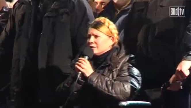 IMAGINI CUTREMURĂTOARE! Timoşenko a plîns lîngă sicriele decedaţilor în luptele din Ucraina!