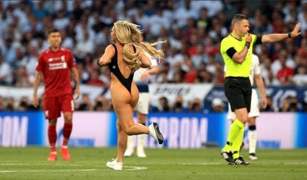 Kinsey Wolanski, blonda care a intrat pe teren la finala Champions League, și-a aflat pedeapsa! Ce amendă trebuie să plătească