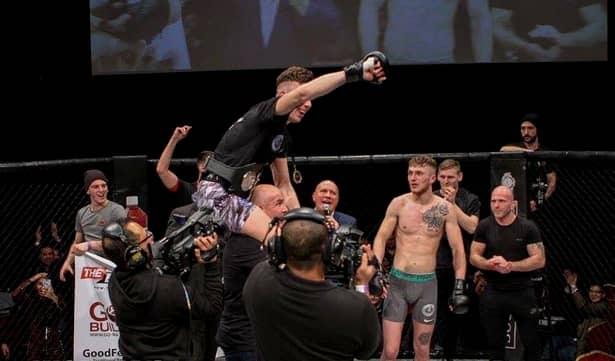 Sport sângeros 1. Cum a ajuns băiatul lui Zmărăndescu campion MMA