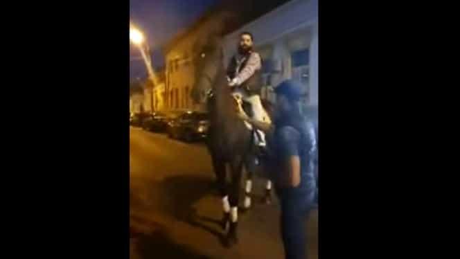 Un membru al unui clan de mafioți a sfidat poliția și s-a plimbat pe cal în fața IPJ Mureș. Video