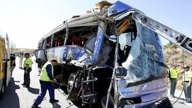 ACCIDENT GRAV: 4 morţi şi peste 40 de răniţi