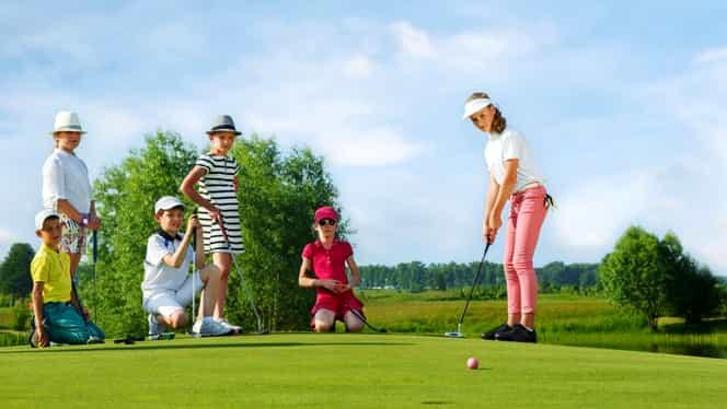 Cât costă să joci golf în România! Beneficiile pe care le aduce sportul regal. Video