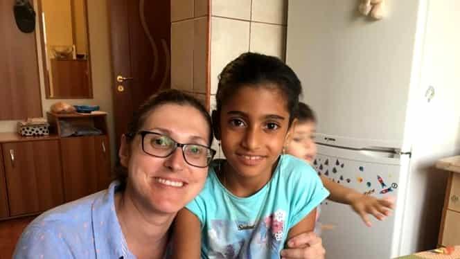 Primele imagini cu fetiţa din Baia de Aramă, alături de noua familie! Ce promisiune a vrut de la mama care a înfiat-o