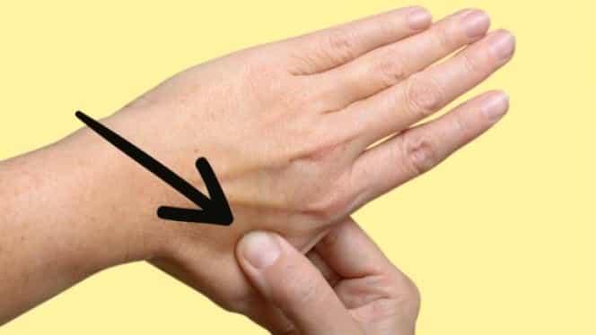 Ce se întîmplă dacă apeşi acest punct din palmă timp de 30 de secunde