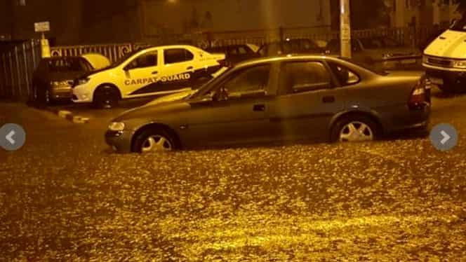 Furtună puternică în Capitală. Străzi inundate, trafic de coşmar, tramvaie blocate de ape