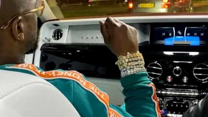 Aroganța lui Floyd Mayweather după ce s-a spus că e falit: un Rolls Royce Phantom și patru brățări de diamante