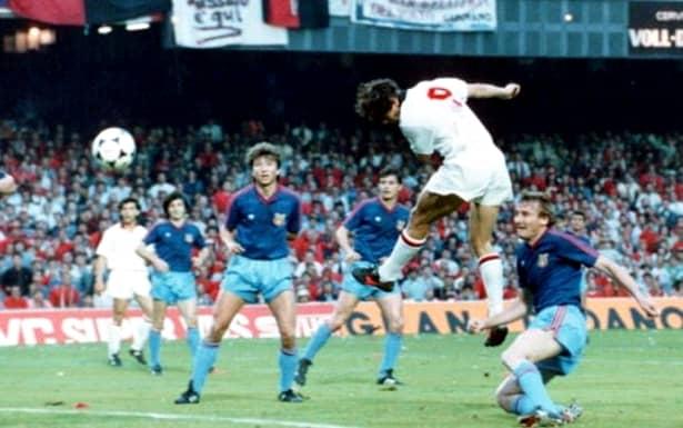 30 de ani de la Milan - Steaua 4-0. Unul dintre cele două goluri marcate de Ruud Gullit