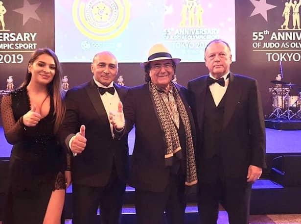Marius Vizer i-a invitat la CM de judo de laTokyo pe marii cântăreți Al Bano și Marcel Pavel , care au încântat audiența la ceremonia de deschidere. Sursa foto: okmagazine.ro
