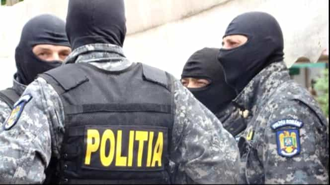 Complex comercial din Capitală, luat cu asalt de poliţişti! Acţiunea vizează infracţiuni economice