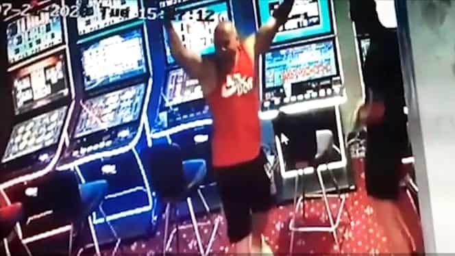 Un brăilean a câștigat 50.000 de euro la păcănele. Bucuria bărbatului a fost surprinsă de camerele de supraveghere. Video