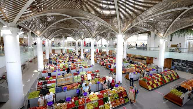 """Supermarketurile, pline de fructe şi legume de import! Acuze dure ale fermierilor: """"Pe ale noastre le aruncăm"""""""