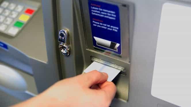 """Alertă la bancomate! Ce este """"bucla libaneză"""", metoda prin care hoții îți fură datele"""