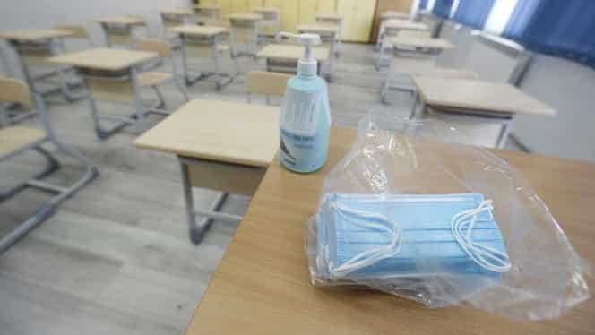 O aplicație interzice accesul persoanelor fără mască într-un liceu din Târgu Jiu