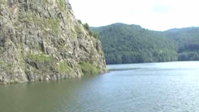 Descoperire MACABRĂ pe Lacul Vidraru. A sunat la 112!