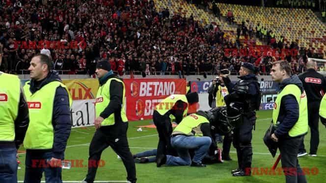 Filmul incidentelor dure din FCSB – Dinamo 1-1! Petarde şi scandări rasiste în timpul derby-ului, bătaie generală la final! FOTO + VIDEO EXCLUSIV