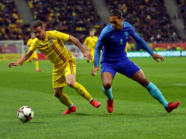 Alexandru Chipciu laudă un jucător de la FCSB. Alexandru Chipciu şi Virgil Van Dick în meciul amical de fotbal dintre România şi Olanda, desfăşurat marţi 14 noiembrie 2017 pe Arena Naţională din Bucureşti.