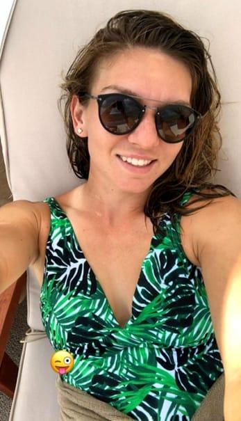 Simona Halep, în costum de baie la plajă. Pozele fac furori pe net