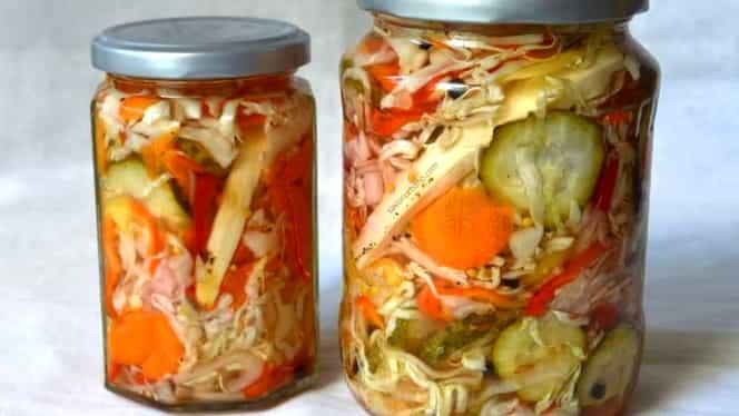 Salată de murături asortate sau ciolomada ungurească. Rețetă simplă și delicioasă, lipsită de conservanți, care este pe placul tuturor.