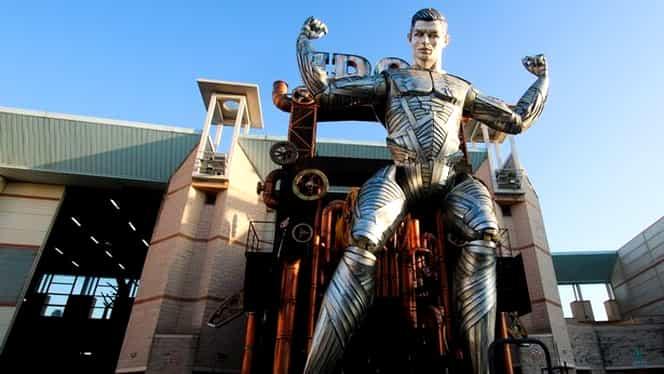 """""""Omul de Fier"""" Cristiano Ronaldo! Un robot de metal al starului lui Juventus, prezent la un festival din Italia. VIDEO"""