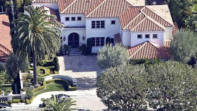 """Ai 8,6 milioane dolari? Cumpără """"palatul"""" lui Kobe Bryant!"""