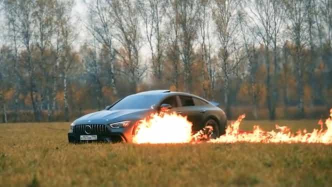 Mercedes de 150.000 euro, incendiat chiar de către proprietarul sătul de problemele tehnice ale mașinii