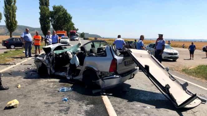 Accident grav în județul Arad! Trei victime încarcerate. Intervine elicopterul SMURD. Video și galerie FOTO