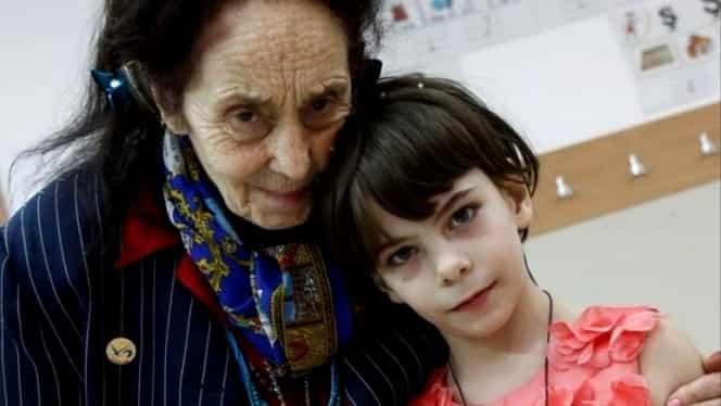 Adriana Iliescu, cea mai bătrână mamă din România, își riscă sănătatea în plină pandemie pentru ca fiica ei să meargă la școală