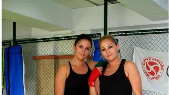 """GALERIE FOTO. Două gemene corporatiste sînt luptătoare de MMA: """"Toţi ne întreabă de ce facem asta"""""""
