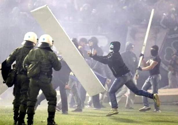 GALERIE FOTO. NEBUNIE în Grecia! Derby-ul Panathinaikos – Olympiakos a fost amînat din cauza suporterilor