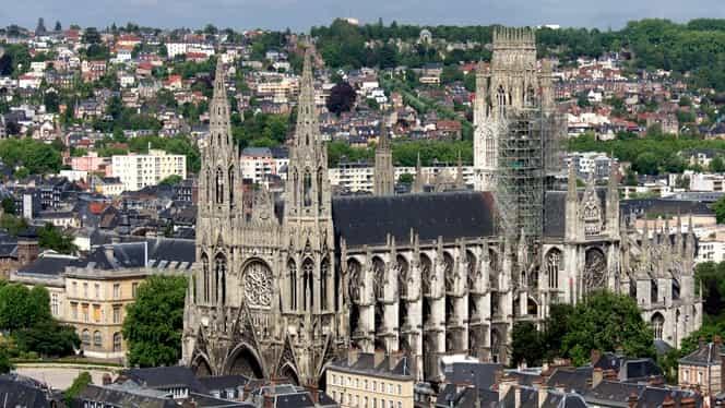 Alertă la Rouen, după distrugerea Notre-Dame! Francezii se tem de un incendiu şi la Catedrala ce se află la 3 kilometri de arena semifinalei Fed Cup Franţa-România