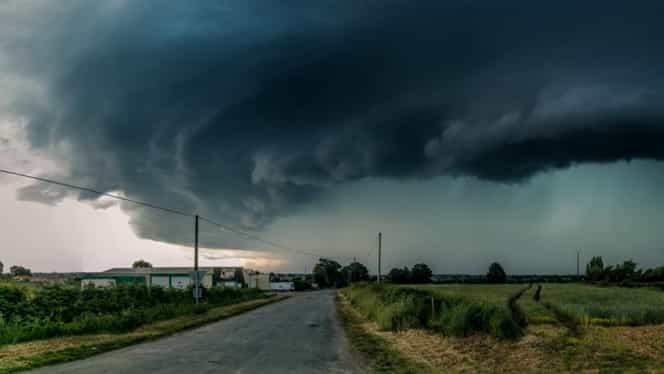 ULTIMA ORĂ! Codul galben de furtuni în România a fost prelungit! Jumătate de țară, afectată!