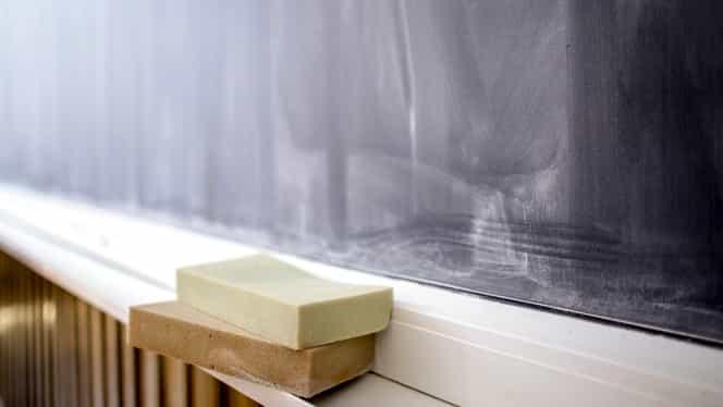 Schimbări importante în Educaţie: materii noi, programă nouă, salarizare diferită pentru profesori. Proiect de hotărâre de guvern lansat în dezbatere publică