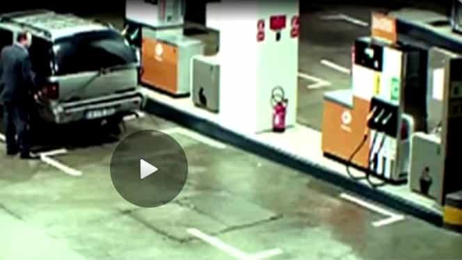 Plictisindu-se, un angajat al unei benzinării a început să se uite pe camerele de supraveghere! Ce a surprins înainte de Crăciun a devenit VIRAL