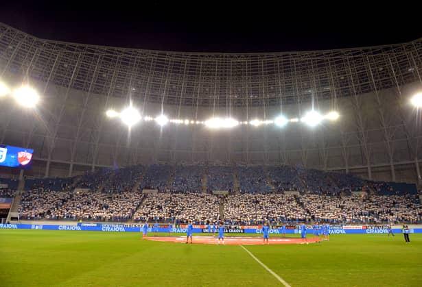 Coregrafie impresionantă dedicată lui Ion Oblemenco, înaintea startului Craiova-Dinamo. Video