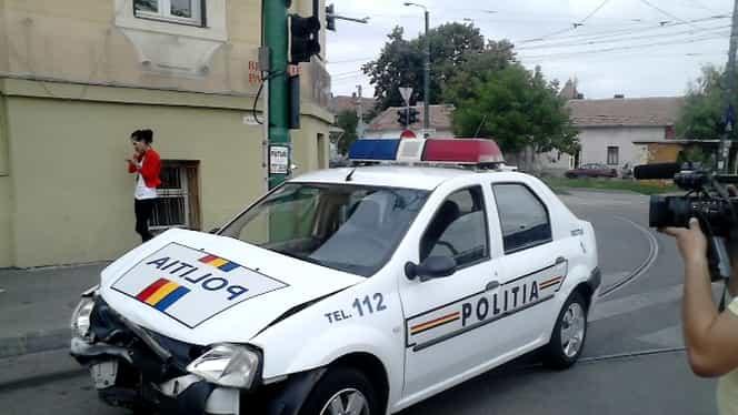 O mamă și copilul ei de nouă luni au fost loviți la Ploiești de o mașină de poliție