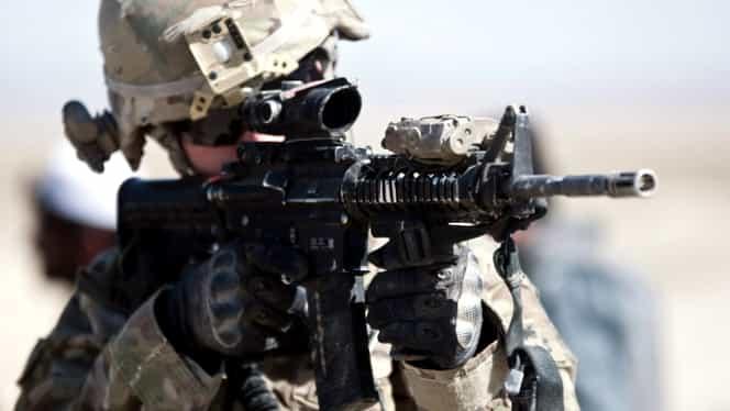 Un soldat şi-a ÎMPUŞCAT doi colegi, apoi s-a SINUCIS